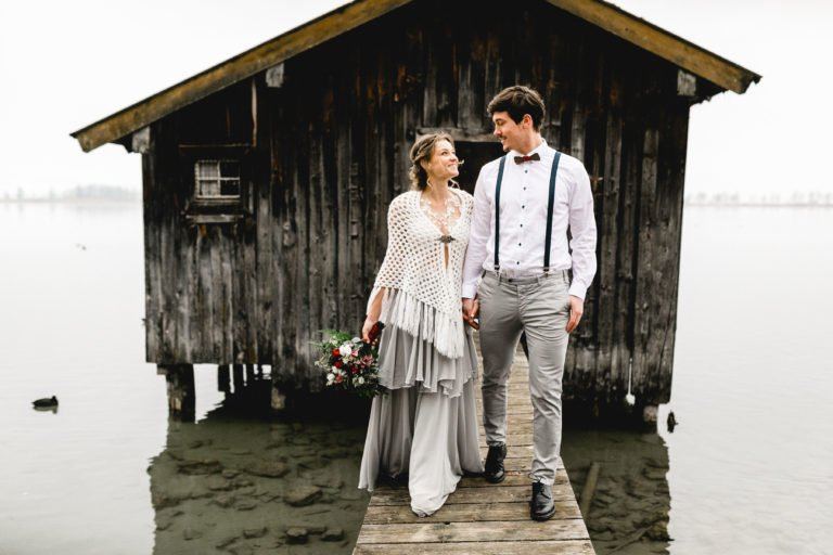 Walchensee Hochzeitspaar auf Steg