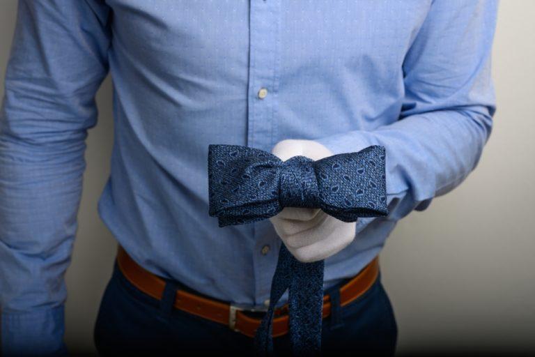 Fliege aus einer Krawatte - Ansicht von vorne